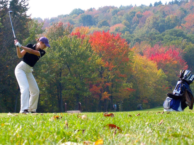 Pros and Cons of Golfing in the Fall